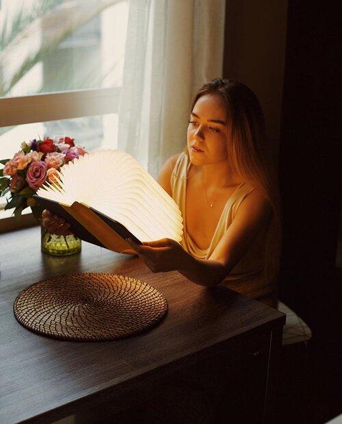 Folding book lamp